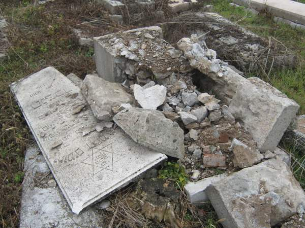 Vandalized tomb in Nis Jewish cemetery, Dec. 22, 2011. Photo courtesy of Jasna Ciric