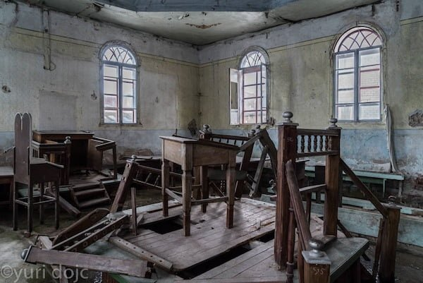 Interior of Great Synagogue Ludza today. Photo © Yuri Dojc