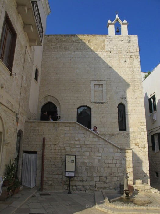 Exterior of the Scolanova synagogue in Trani, Italy