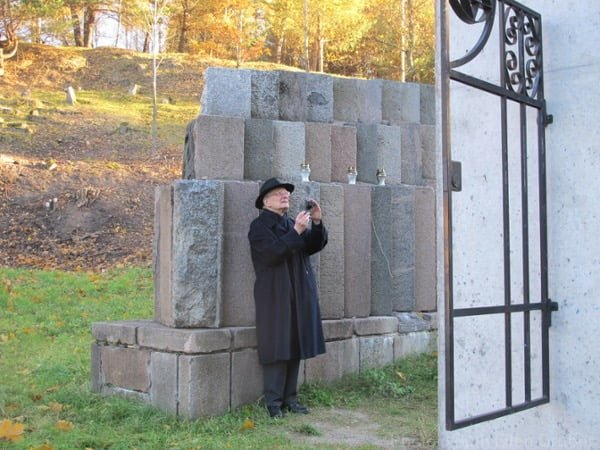 Dr. Michael Brocke photographs the memorial at the Vilnius Uzupis cemetery, made from gravestones that had been plundered and used for construction under the Soviet regime