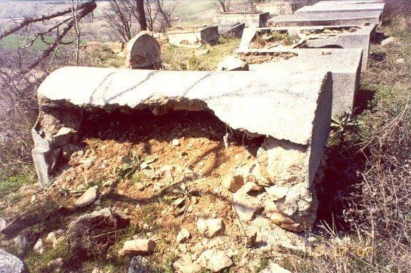 Jewish cemetery in Stip in 2003, when it was in ruinous condition. Photo © Diana Zeltser / ISJM 2003
