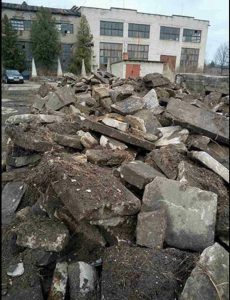 Screen grab of photo by Ilya Miretsky of the recovered fragments of matzevot from Kovel, Ukraine